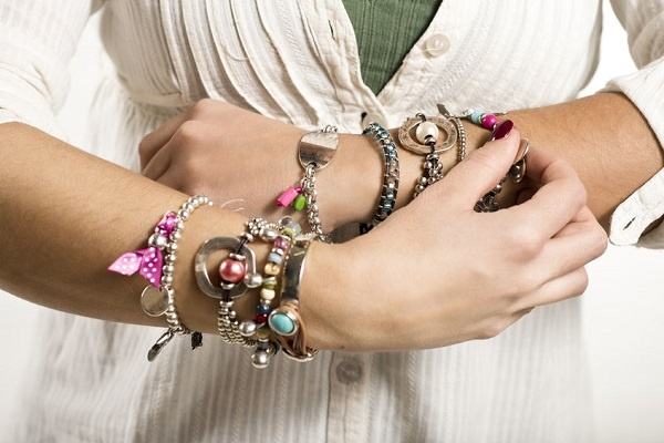 Stylish Ways to Wear Fake Jewellery